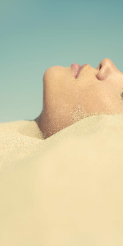 Sablothérapie : les bienfaits d'un bain de sable